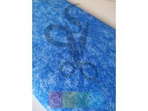 bavlněná látka -modrá batika s květy