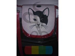 kabelka z třpytivé červené koženky s hlavou kočky na klopě