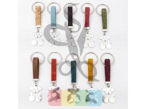 klíčenka z korku se stříbrnou ozdobou - medvídek se srdcem - mix barev