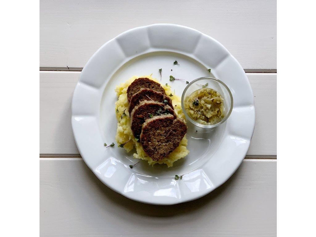400g Zvěřinová sekaná, šťouchané brambory s pórkem, cuketáda Baroque