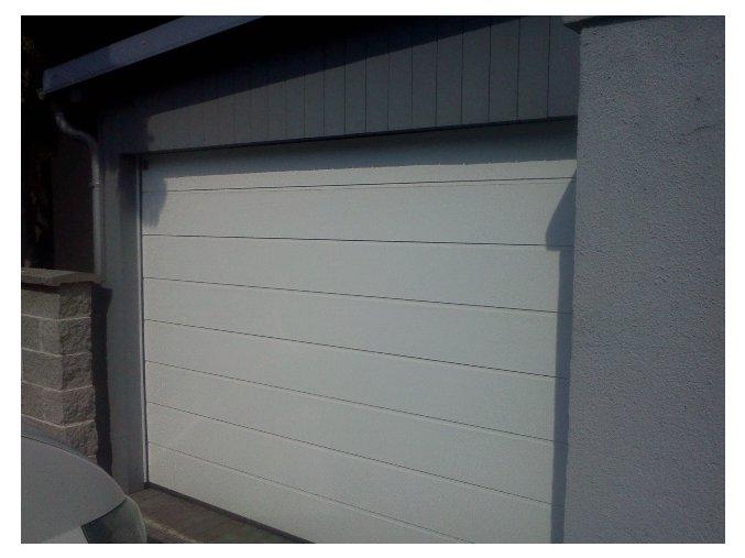 AKCE Hörmann 2750x2125 sekční garážová vrata Reno Matic LIGHT barvy v Ral 6 odstínů stropní pohon s 2 kusy dálkových ovladačů ZDARMA (Barva bílá RAL 9016, RAL 8028 hnědá, RAL 7016 antracitová šeď, Ral 9007, Ral 9006, Ch 703 antracitová metalická)