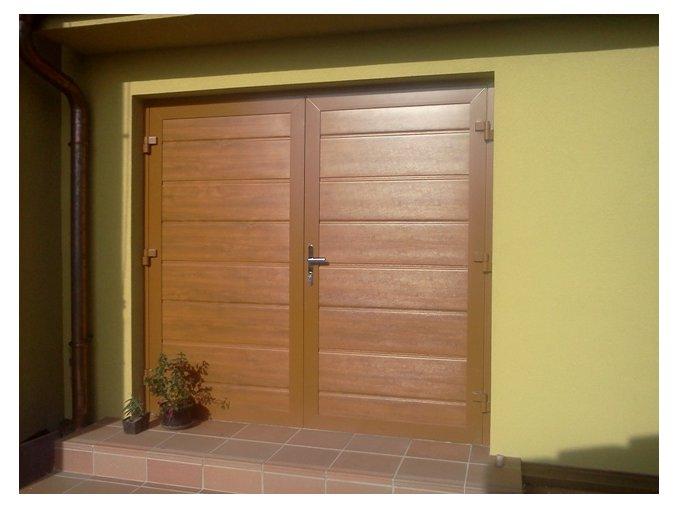 Dvoukřídlá hliníková garážová vrata Kružík dekory dřeva šířky 2375-2500 a výšky 2000 mm.Záruka 5 let  (Barva zlatý dub, tmavý dub/ ořech/ - NUSSBAUM)