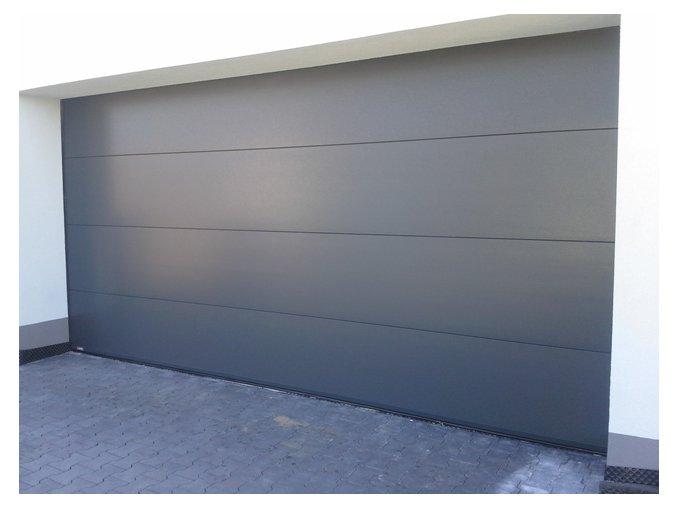 AKCE Kružík 3000 x 2000 a 3000 x 2125  garážová sekční vrata hladký panel FLAT+ Silný stropní pohon vrat, dálkové ovládání, barvy RAL 9010 hladký a RAL 7016  (Barva RAL 7016 antracit-Hladký, Ral 9010 bílá-, Hladký)