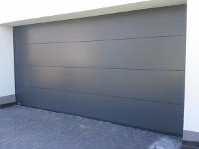 Akce Kružík PLUS 2750 x 2000 a 2750 x 2125 garážová sekční vrata dekor hladký panel+ stropní pohon vrata dekor bílá RAL 9010 hladký a RAL 7016  (Barva Ral 9010 bílá, RAL 7016 antracit HLADKÝ)