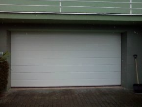 AKCE Kružík PLUS šířky šířky 2375-2500 mm a výšky 2000 a 2125 mm,garážová sekční vrata,stropní pohon,dálkové ovládání barvy v Ral bílá  (Barva Ral 9010 Bílá M-drážka, Ral 9010 Hladký FLOT panel)