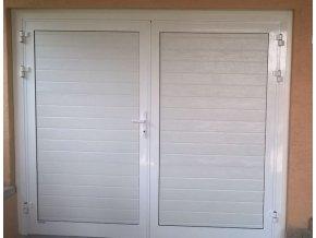 Dvoukřídlá hliníková garážová vrata Kružík STANDART barva bílá šířky 2375-2500 a do výšky 2000 mm (Barva bílá RAL 9010 lamela woodgrain)