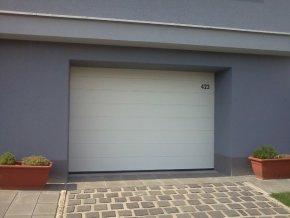 AKCE Hörmann rozměr 3000 x 2125 sekční garážová vrata Reno Matic LIGHT Barvy vrat v Ral 6 odstínů ,stropní pohon včetně 2 kusů ovladačů  (Barva Ral 9016 bílá, Ral 7016 antracit, Ral 8028 hnědá)
