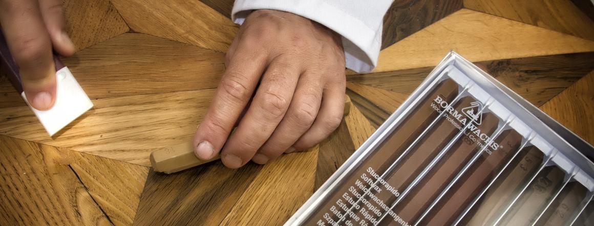 Retušovací tužky a vosky na dřevo
