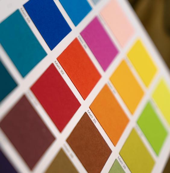 Vzorkovníky tónovaných i netónovaných barev a lazur