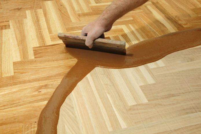 Jak na renovaci a opravu dřevěných parket