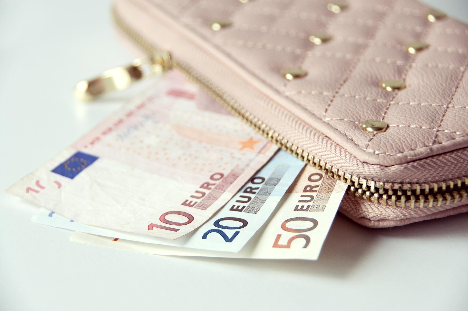 Peňaženky, naša truhlica spokladom - vec ktorú používame častejšie ako si vôbec uvedomujeme. Ako vybrať tú správnu?