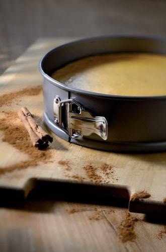 KitchenAid pružná otevírací forma na dort