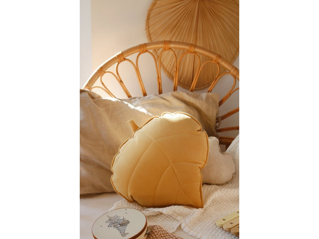 Velvet polštářek lístek - medový