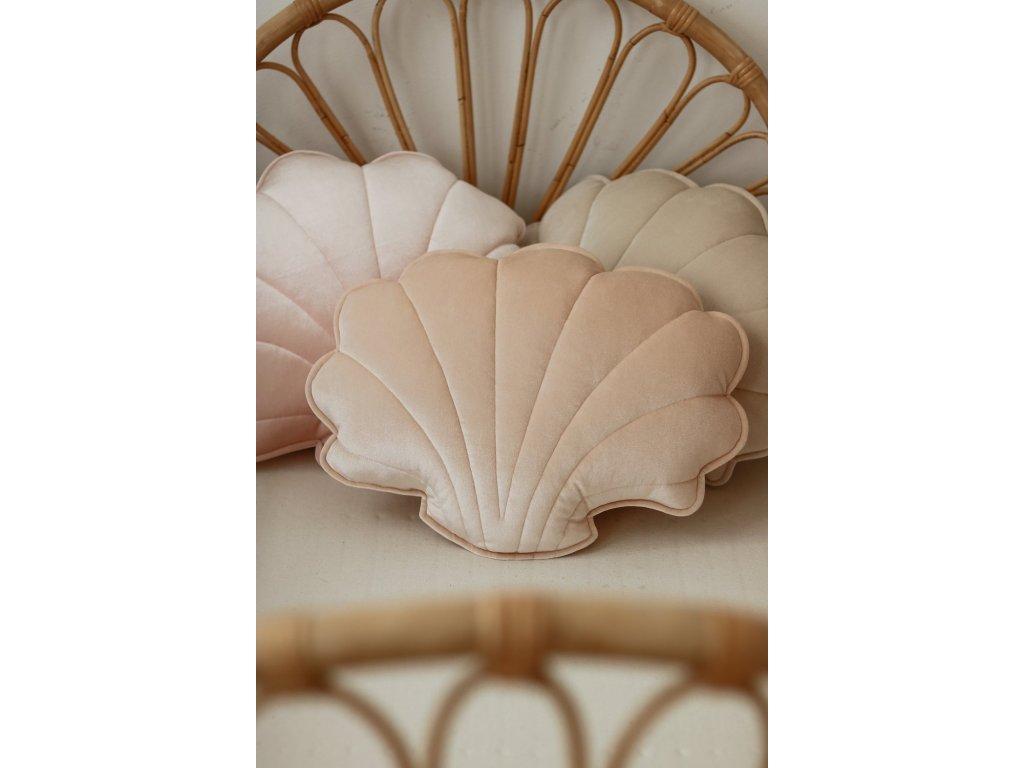 Velvet polštářek mušle - meruňková perla