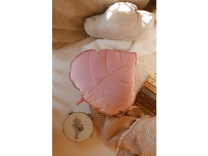Velvet polštářek lístek - Jemně růžový
