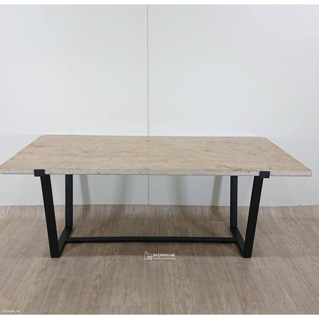 Béžový jídelní stůl s deskou z travertin