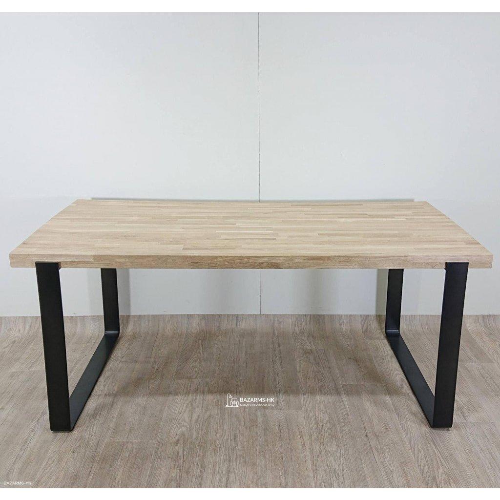Jídelní stůl s přírodní deskou z dubovéh