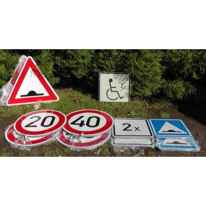 Dopravní značky včetně příchytů