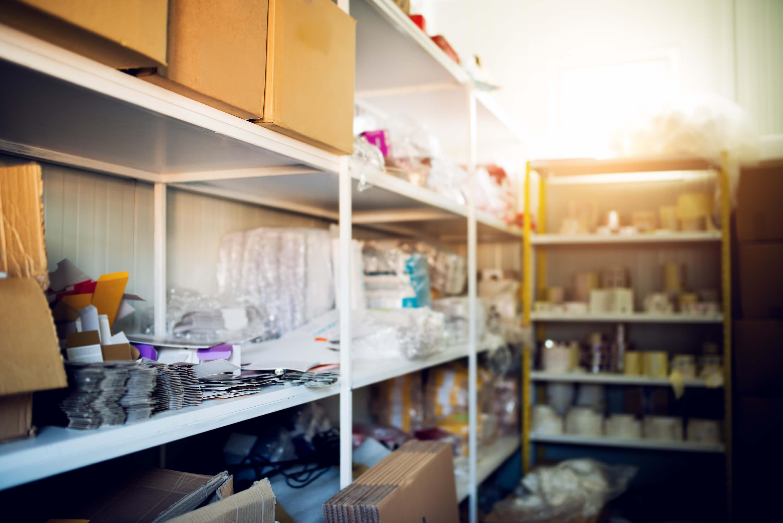 Jak nejlépe uspořádat úložné prostory ve sklepě? Pořiďte si prostorné regály