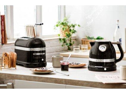 Toastovač Artisan KMT2204, černý
