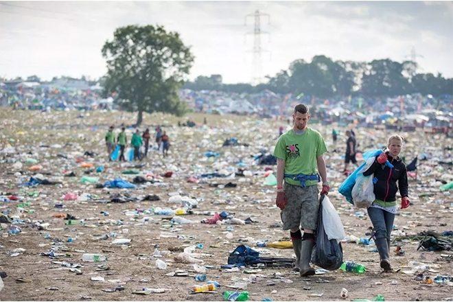 Festival v Glastonbury bez plastových fliaš