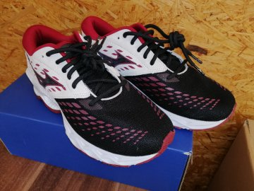 Běžecké boty Mizuno Wave Creation 21 J1GD200117 (Velikost obuvi v EU 38)