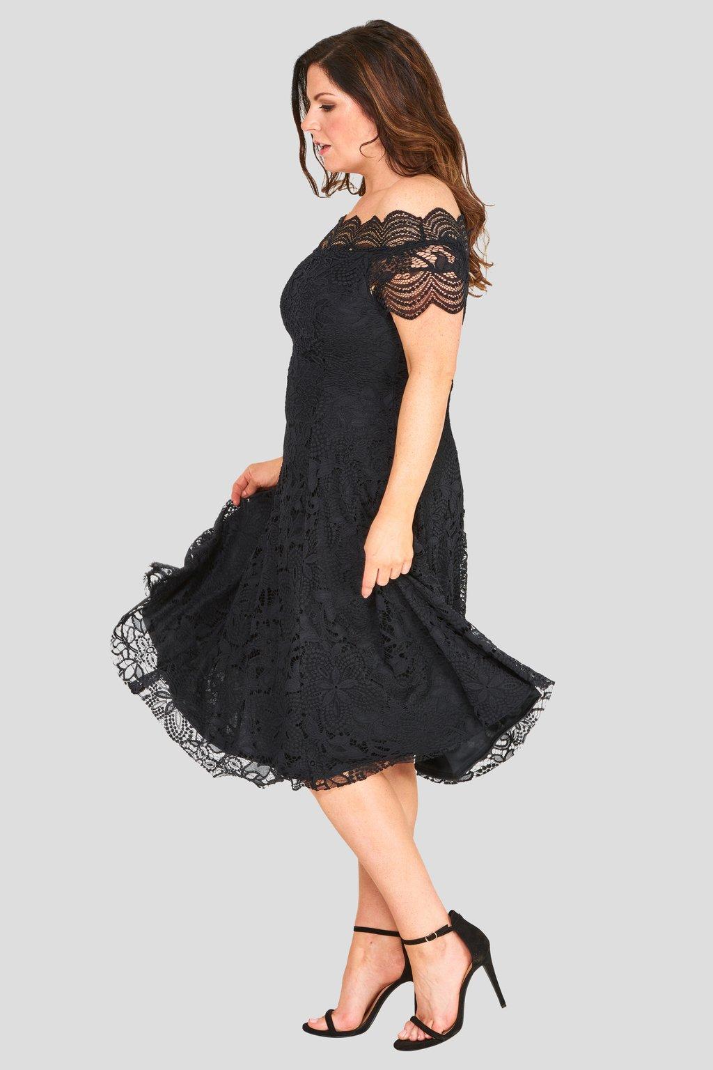 Krajkové šaty Avant Garde s rozšířenou sukní černé - Bellazu.cz 1c7e11a27e