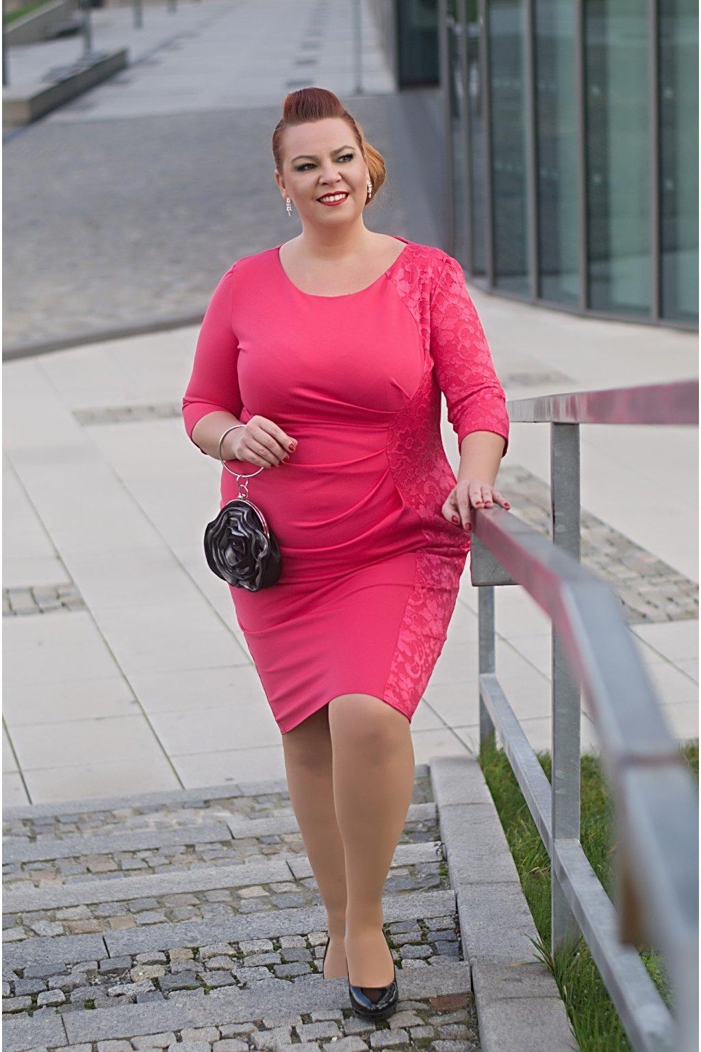 5ff250e30041 Pouzdrové šaty Lace s krajkovým bokem korálové - Bellazu.cz