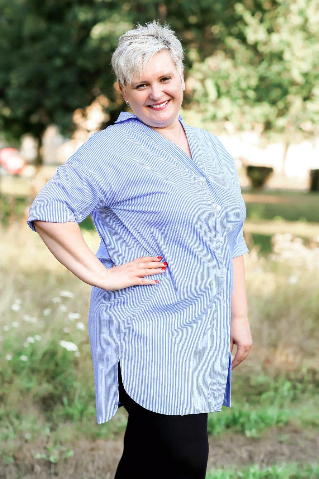 Dámská světlemodrá košile Anna Bellazu s jemným proužkem 1