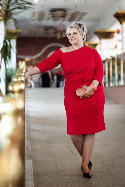 Krásné šaty Exile s odhaleným ramínkem červené 6
