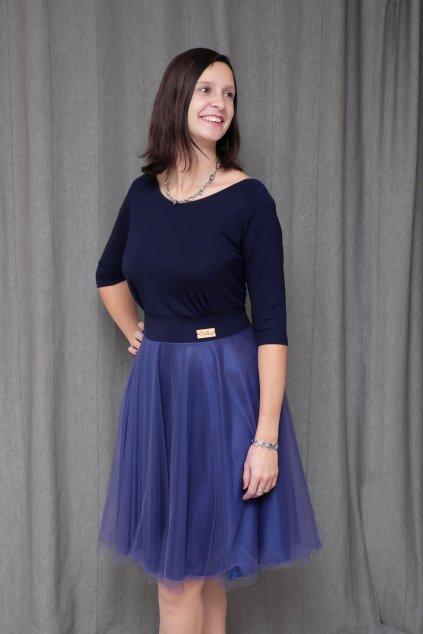 Společenské šaty Charlotta s lodičkovým výstřihem a jemnou splývavou sukní nad kolena 3