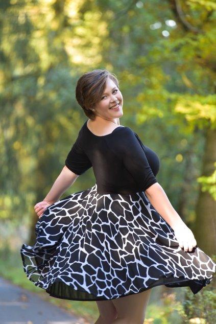 Společenské šaty Vanessa s jemnou splývavou šifonovou sukní žirafa 3