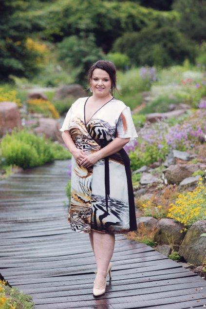 Zavinovací saténové šaty Mink 2