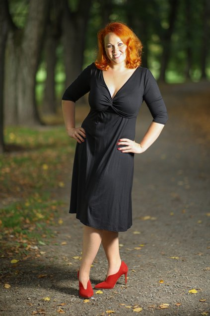 Klasické šaty Alexa Bellazu s hlubokým výstřihem a 3:4 rukávem černé 5