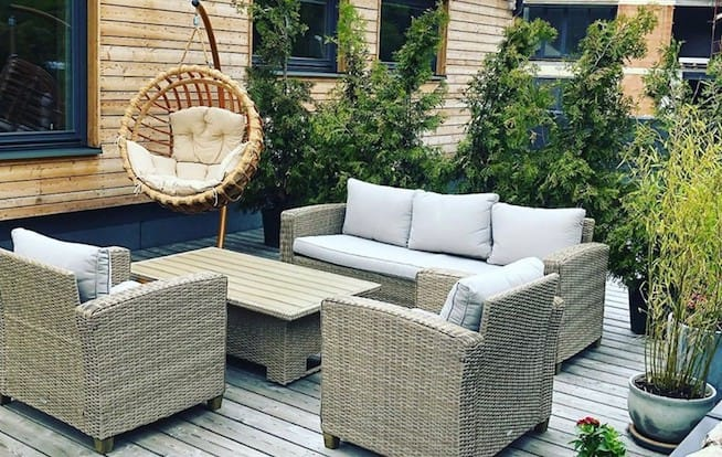 How to lay out a cosy terrace that your neighbours will be jealous of?