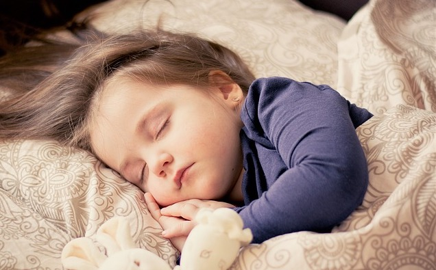 Jak naučit své dítě spát samo a celou noc?