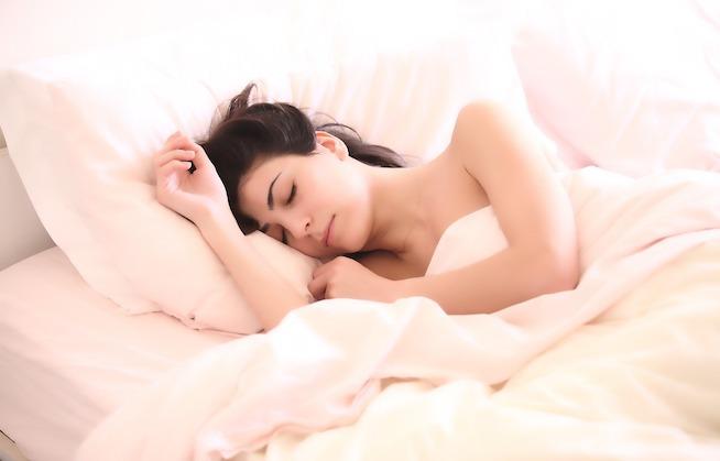 Nemůžu spát: Co dělat, ať lépe usínáte a spíte celou noc?