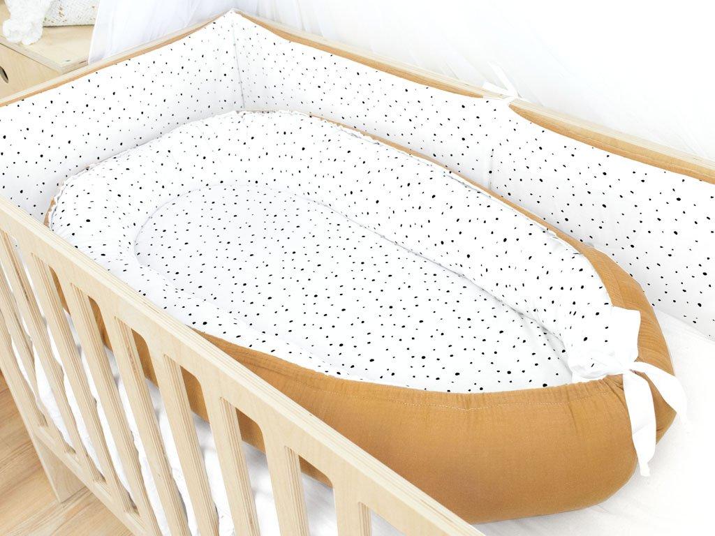 Prémiové oboustranné hnízdečko pro miminko do postýlky Puntíky