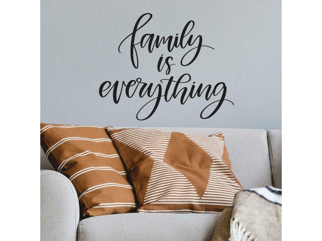 Samolepící nápis na zeď FAMILY IS EVERYTHING