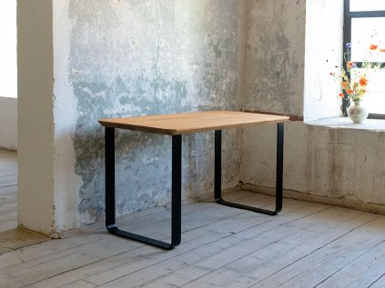 Dubový pracovní stůl ISAAC s kolmou kovovou podnoží
