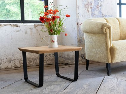 Industriální čtvercový konferenční stolek z dubu BLUES s šikmou podnoží
