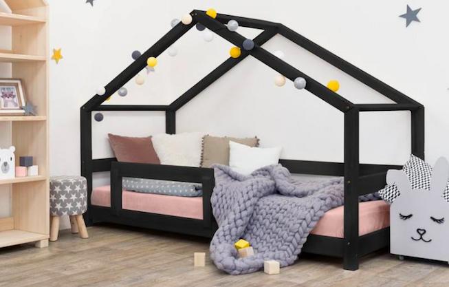 Akú posteľ vybrať pre svoje dieťa: domčekovú alebo klasickú detskú?