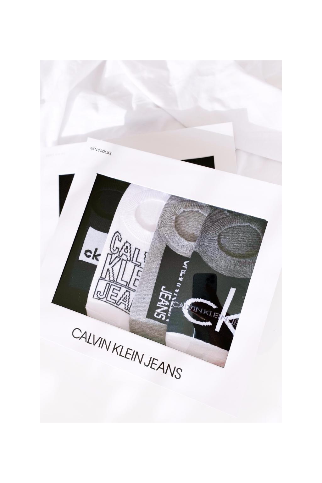 Dárkové balení Calvin Klein 4 páry pánských ponožek - černá, bílá, šedá