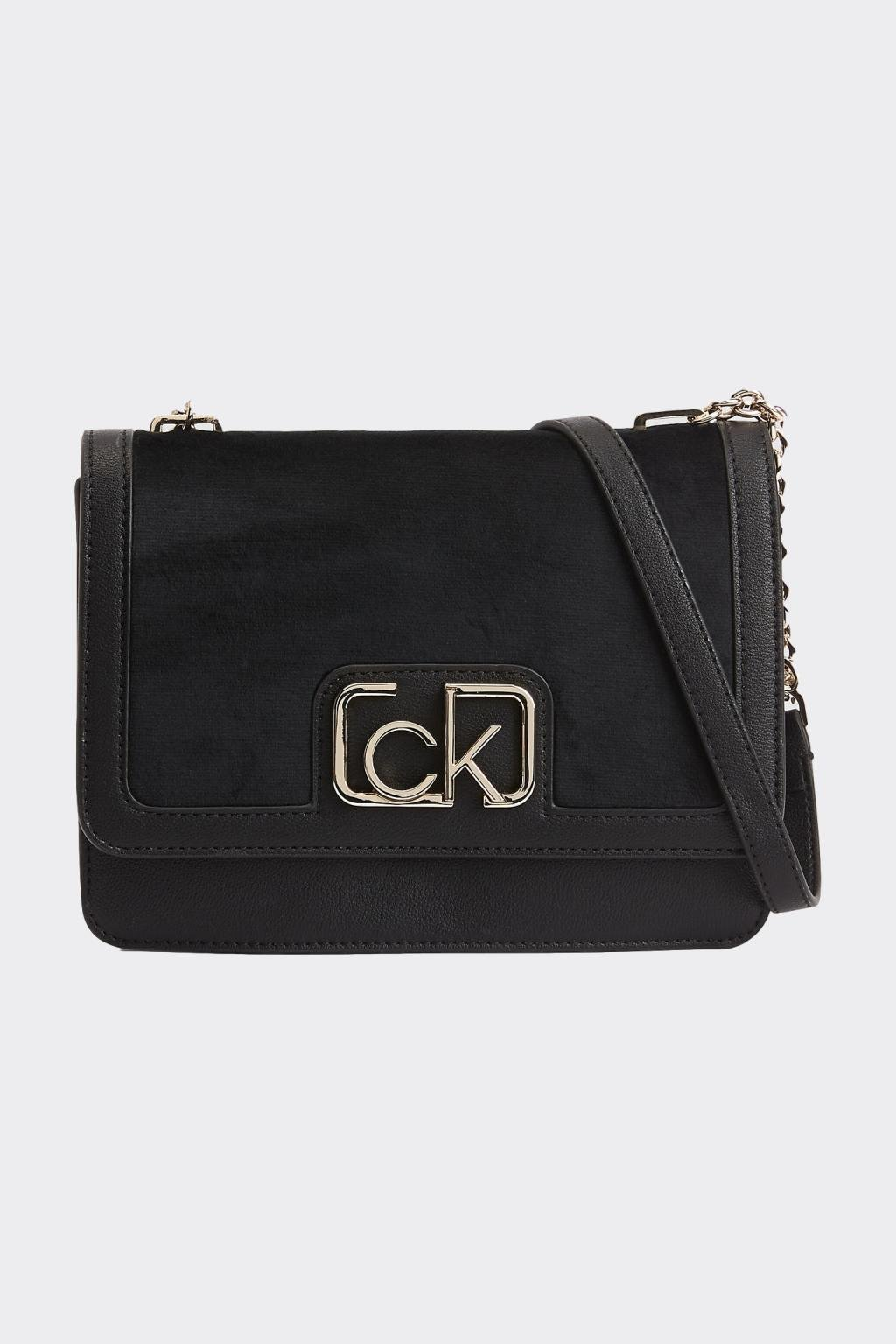 Calvin Klein Flap shoulder kabelka - černá