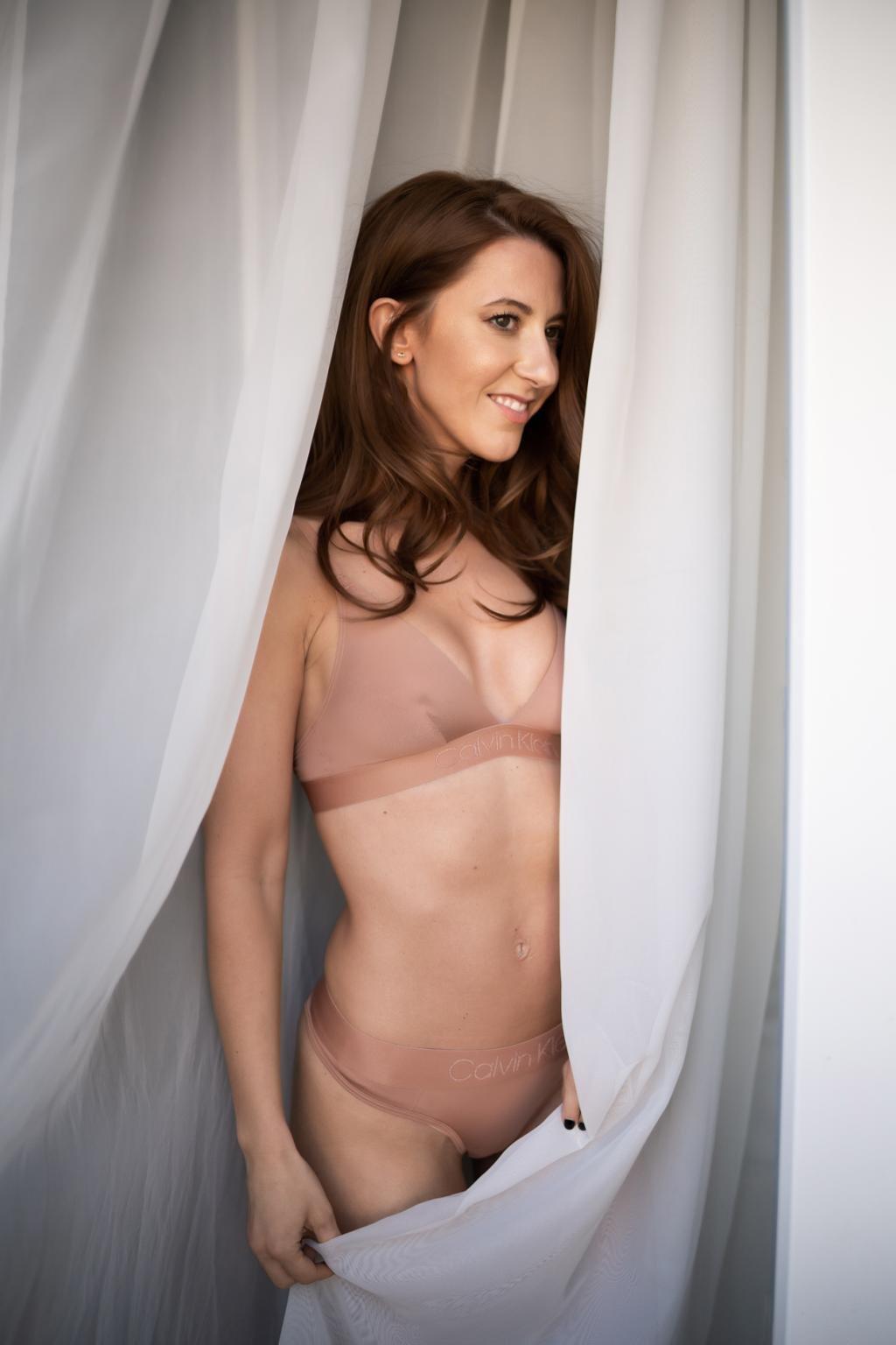 Calvin Klein Tonal logo nevyztužená podprsenka - tělová