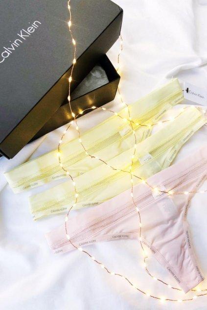 Dárkové balení pro ni: Calvin Klein Youthful tanga 3 ks  - růžová, žlutá