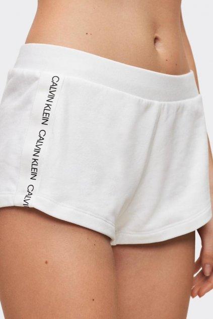 Calvin Klein šortky s logo lemem - bílé