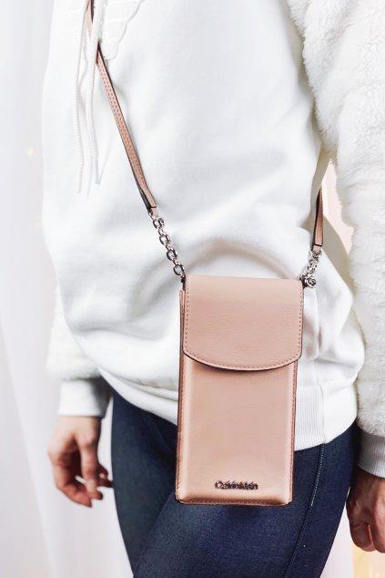 Calvin Klein crossbody kabelka na telefon - růžová