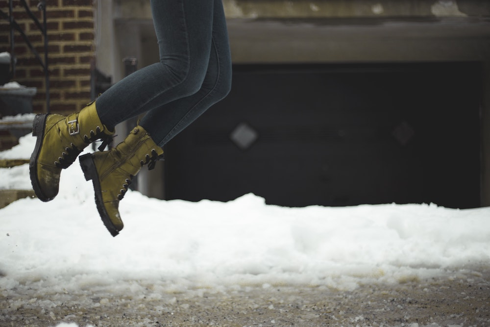 Holé kotníky nechte na jaro. Obujte vkusné zimní boty, které zahřejí