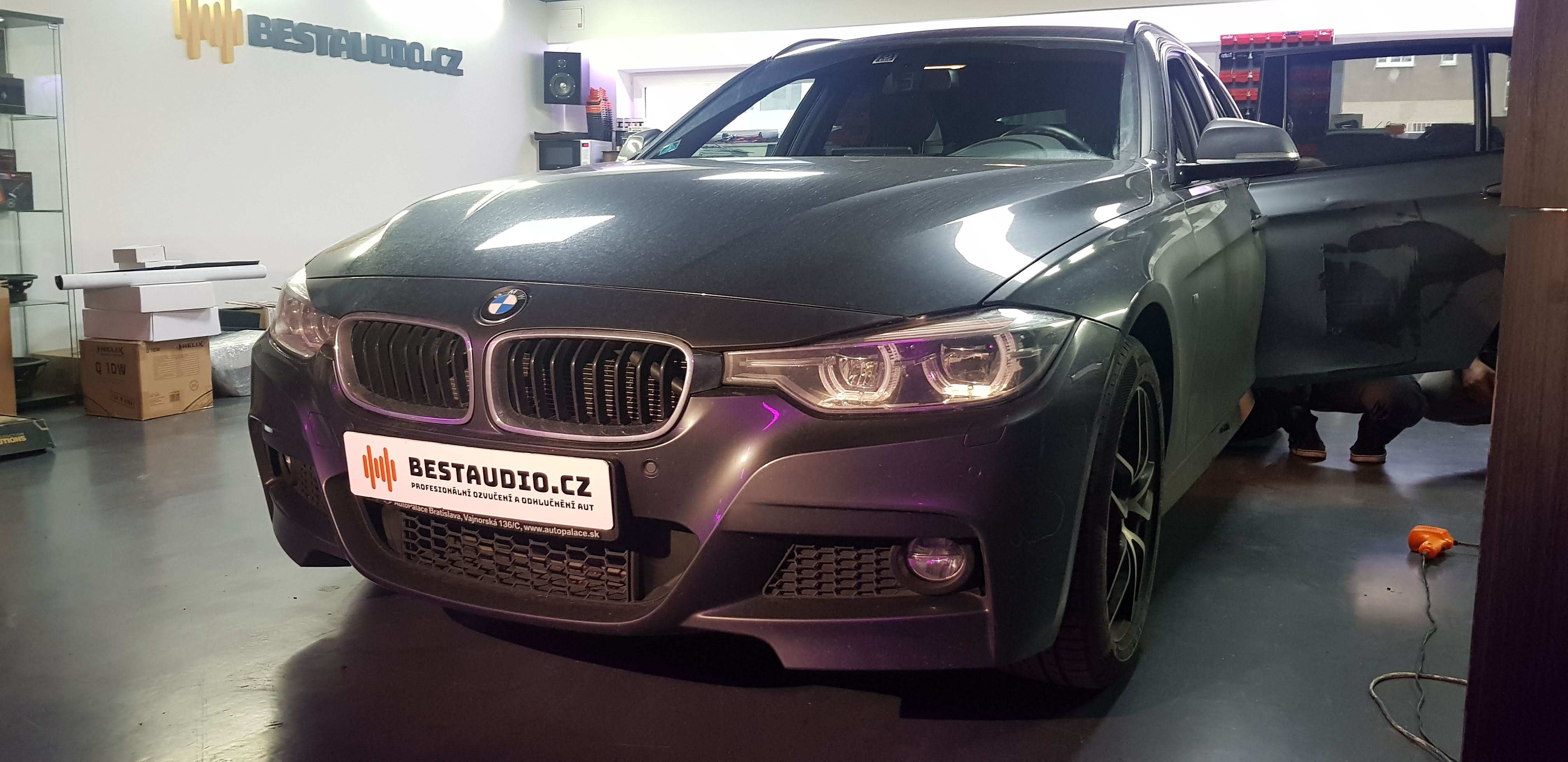 BMW 3 (F31) – ozvučení bez zásahu do vozu – upgrade premiového HiFi Sound Systému (option676)